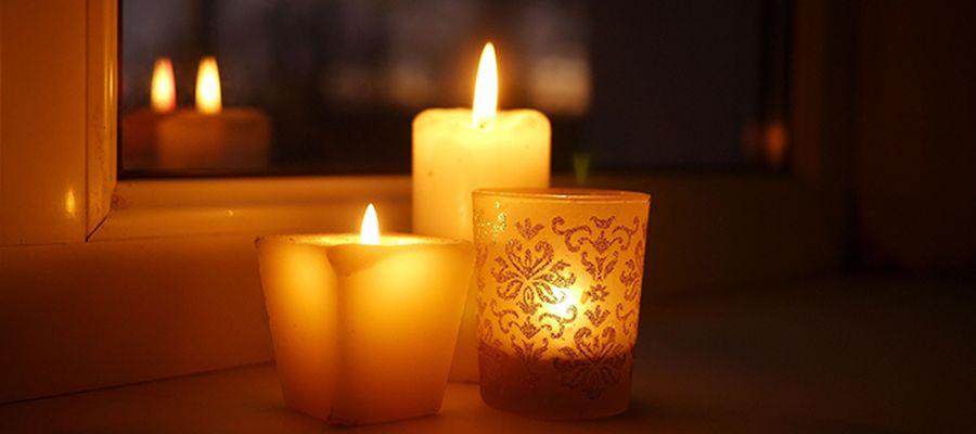Kerzen und Glocken als Zeichen der Hoffnung