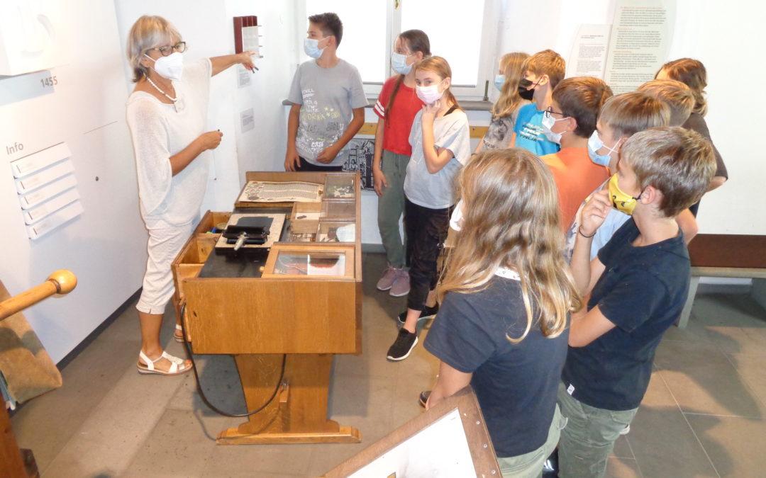 Ausflug der 6. Klässler zur Bibelgalerie nach Meersburg